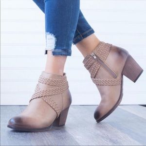 Mata traders tan ankle boot/booties